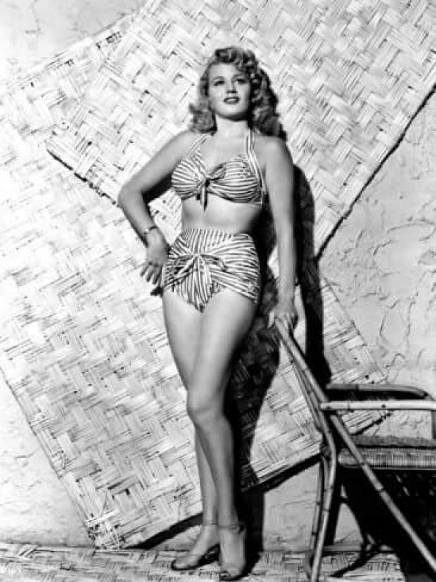 Shelley Winters hot thigh pics (1)