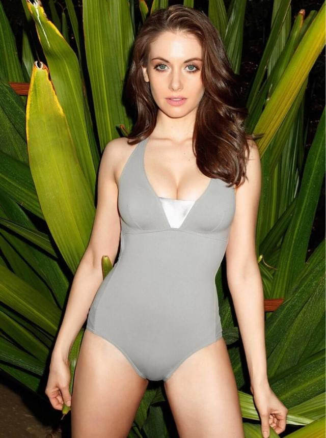 alison-brie-sexy-thighs-pictures