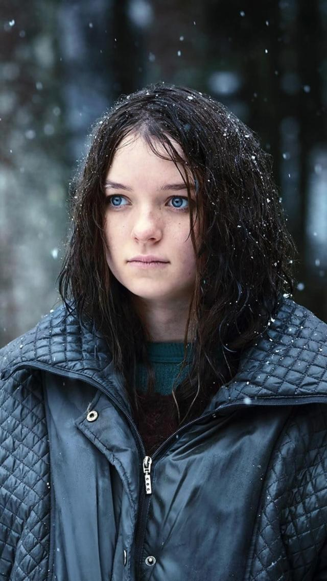 esme creed-miles awesome pic (4)