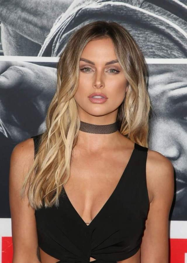 lala kent cleavage pic