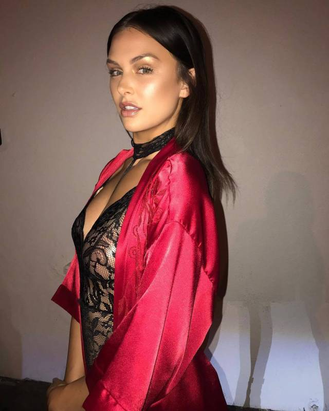 lala kent hot side look pic