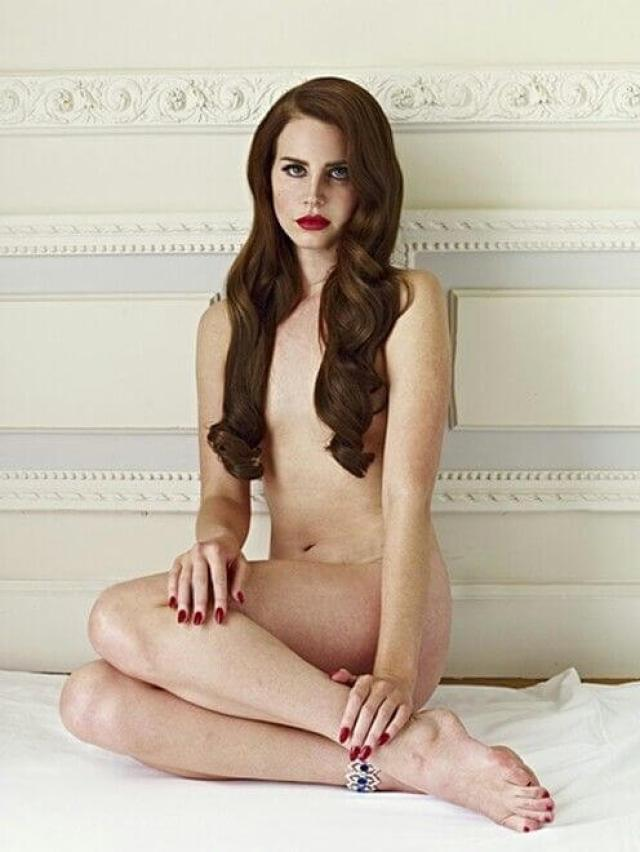 lana del rey sexy topless pic