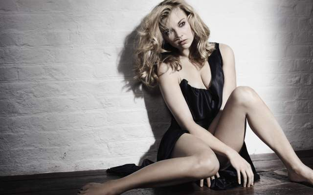 natalie dormer sexy cleavage pic (2)