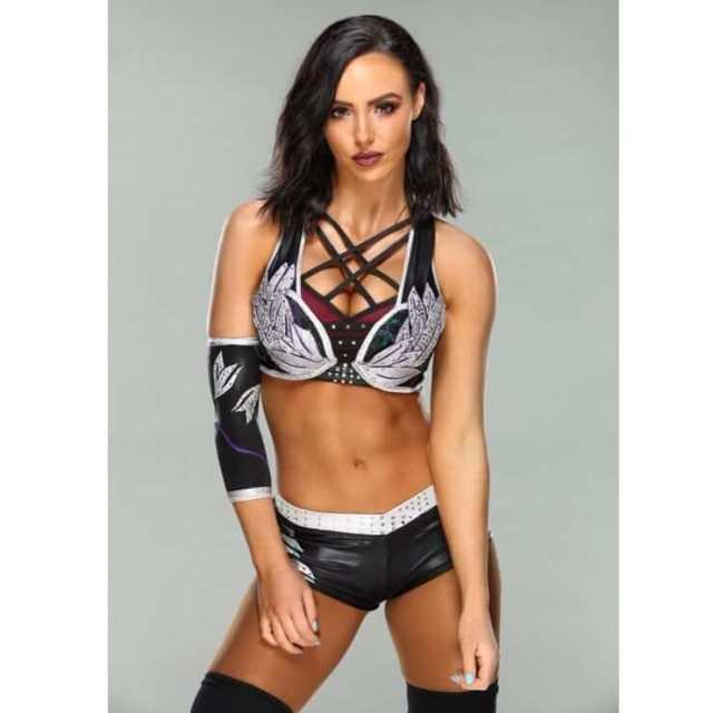 peyton royce sexy cleavage pic