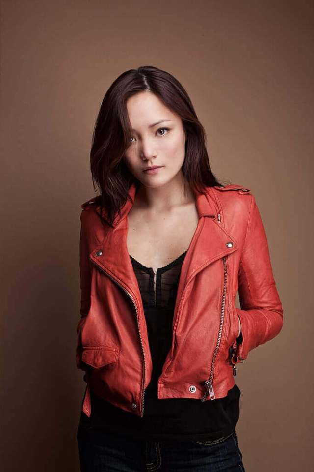 pom klementieff hot cleavage pic