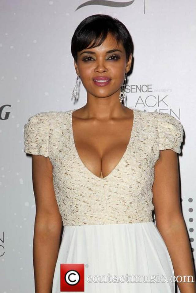sharon leal awesome look pic (2)