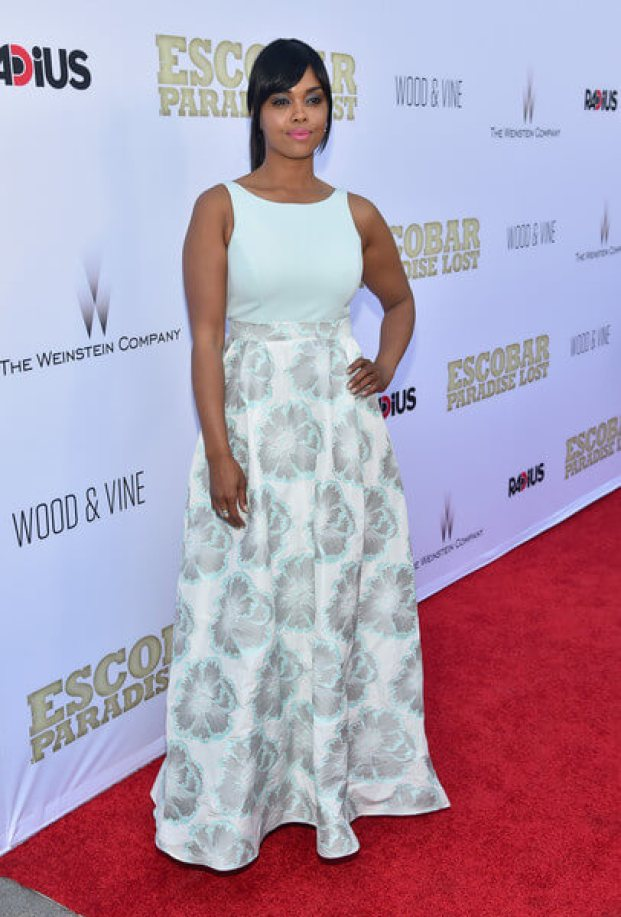 sharon leal awesome look pics (3)