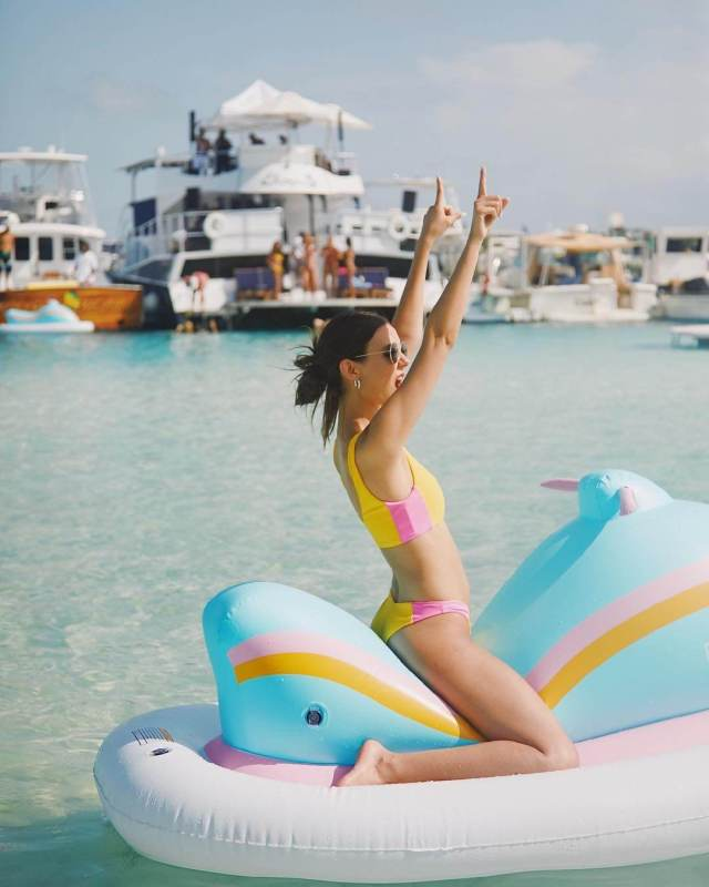 victoria justice vacation pictures