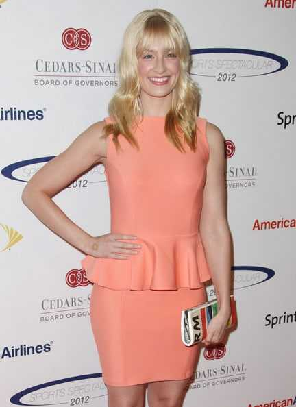Beth behrs hot smile (1)