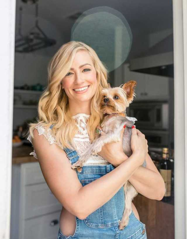 Beth behrs sexy photo (2)