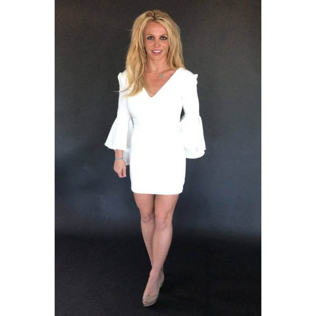 Britney Spears hot legs pictures (2)