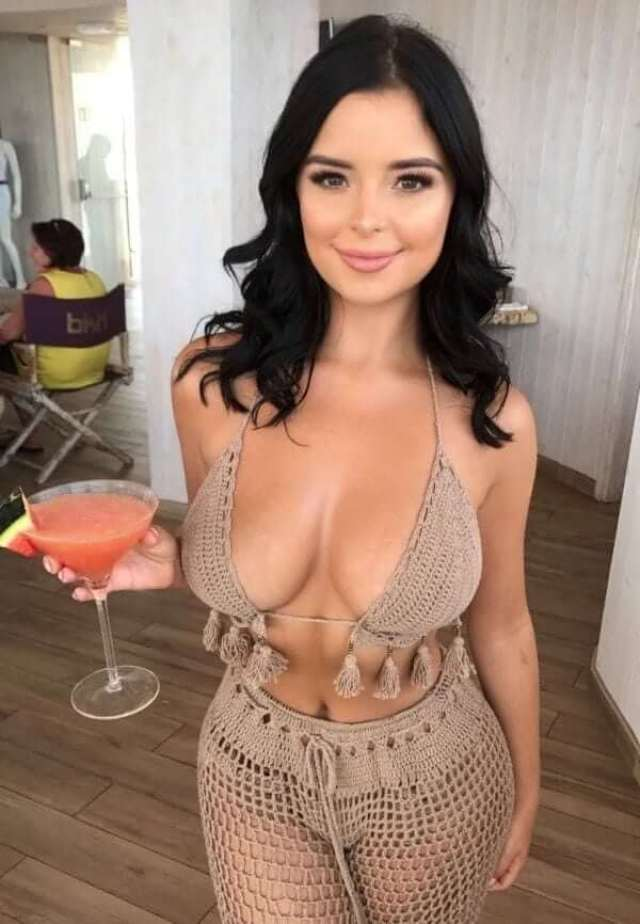 Demi Rose sexy pictures (3)
