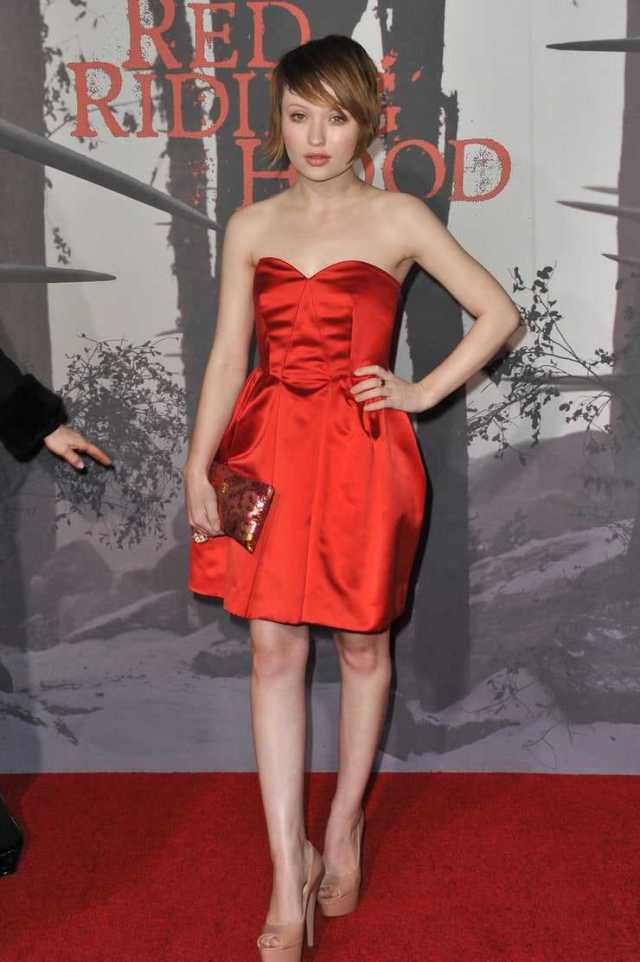Emily Browning sexy thigh picture (3)