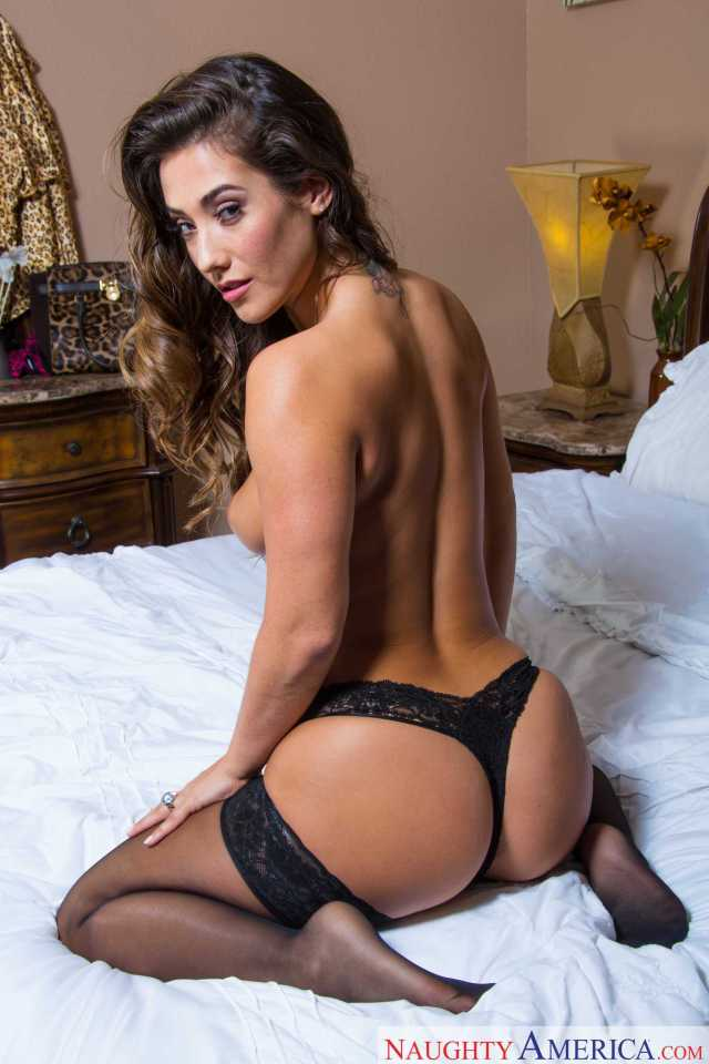 Eva Lovia hot but pics