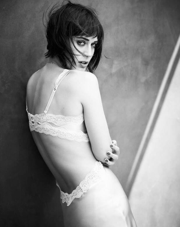Lizzy-Caplan-Sexy-Back-1