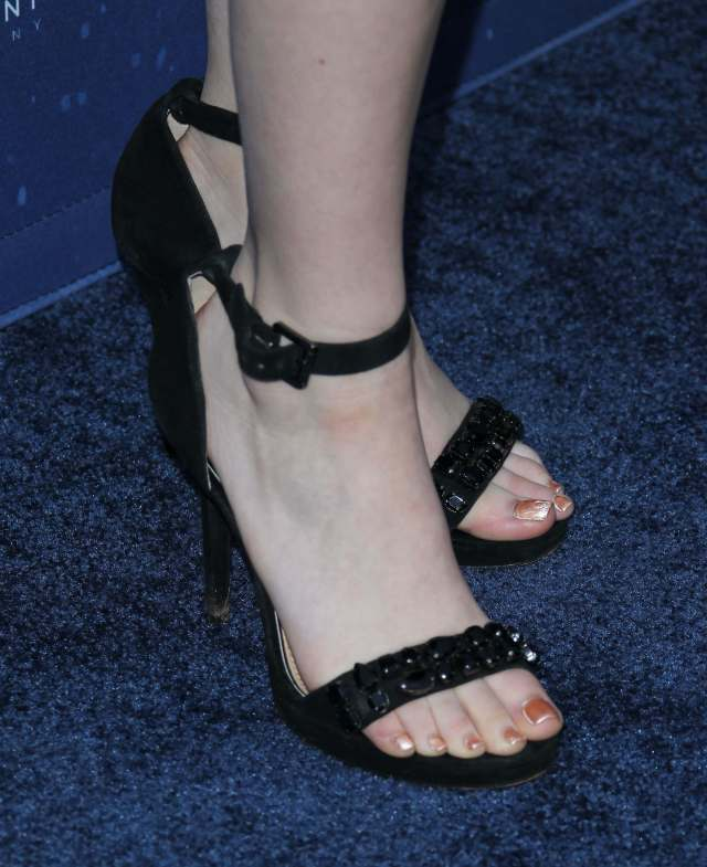 Meg Donnelly beautiful feet image (2)