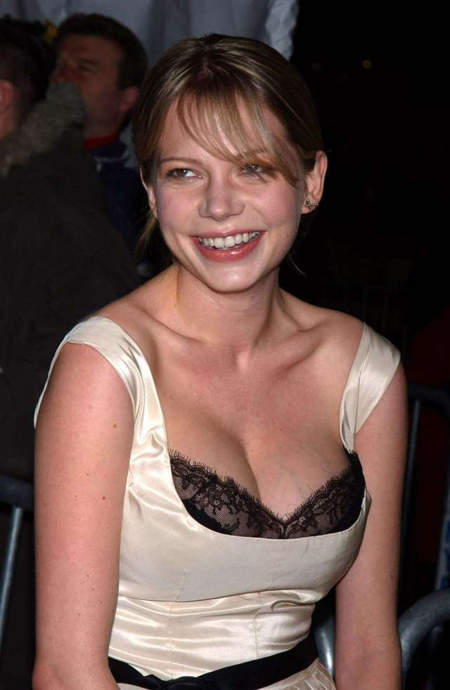 Michelle Williams cleavage