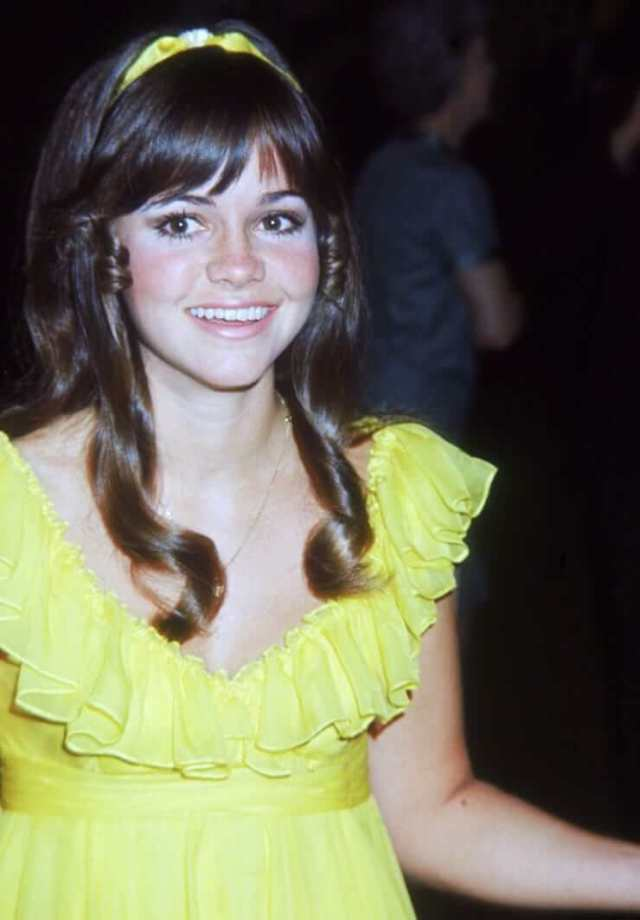 Sally Field cleavage pics