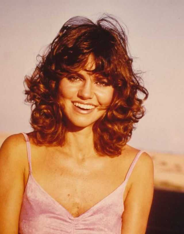 Sally Field hot cleavage pics