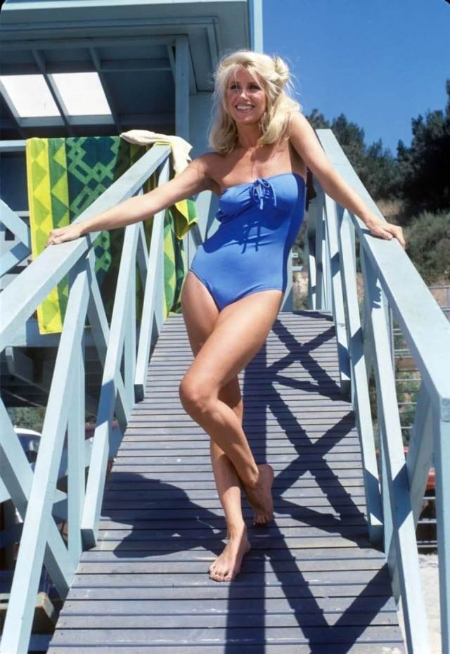 Suzanne Somers legs hot