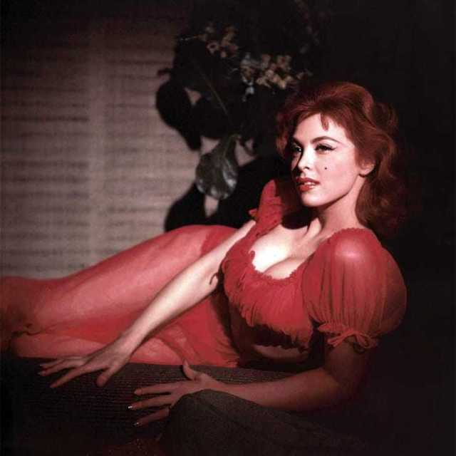 Tina Louise cleavage pics