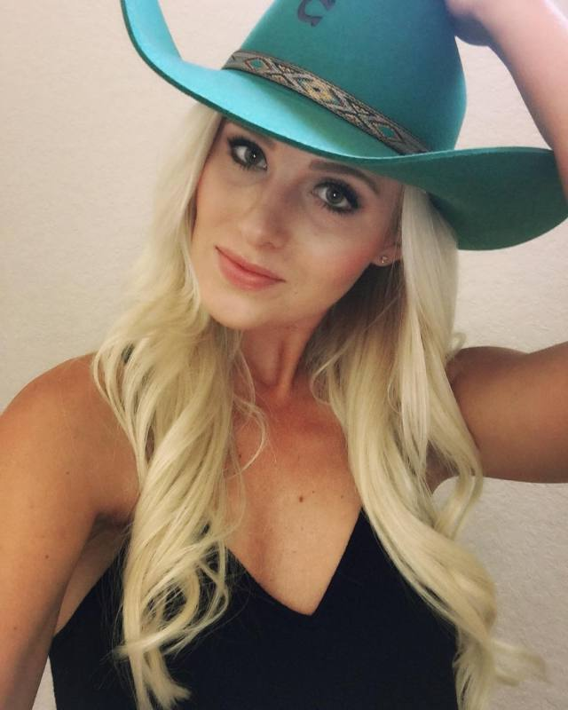 Tomi Lahren sexy pic (5)