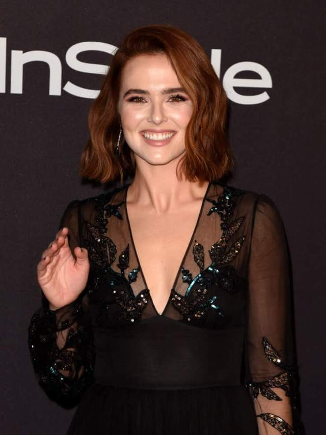 Zoey Deutch cleavage picture