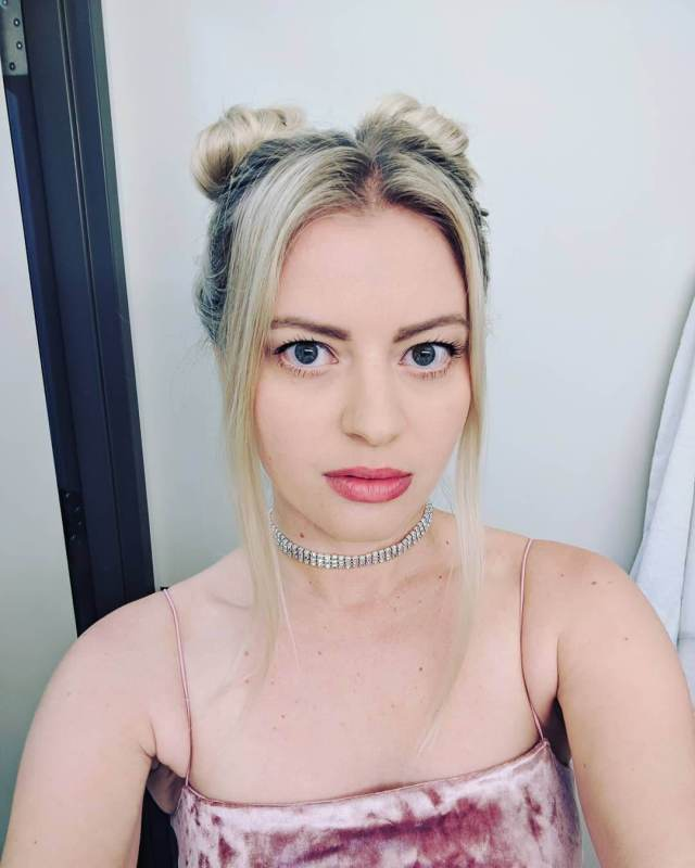 elyse Willems tits