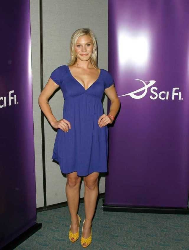 katee sackhoff sexy toes (3)