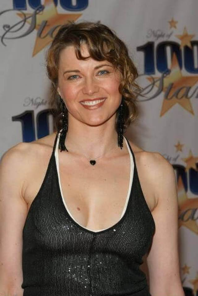 lucy-lawless-cleavage-pictures