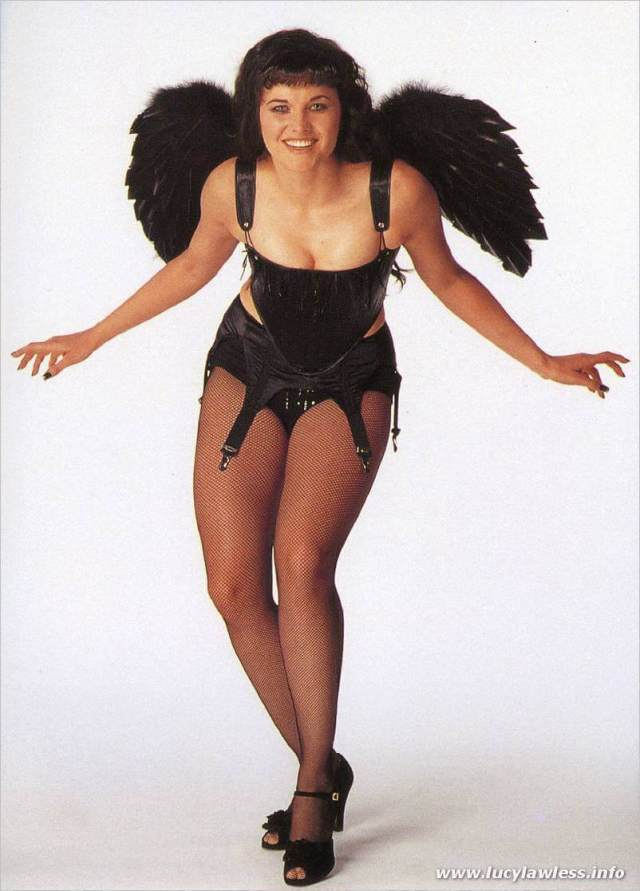 lucy-lawless-sexy-look