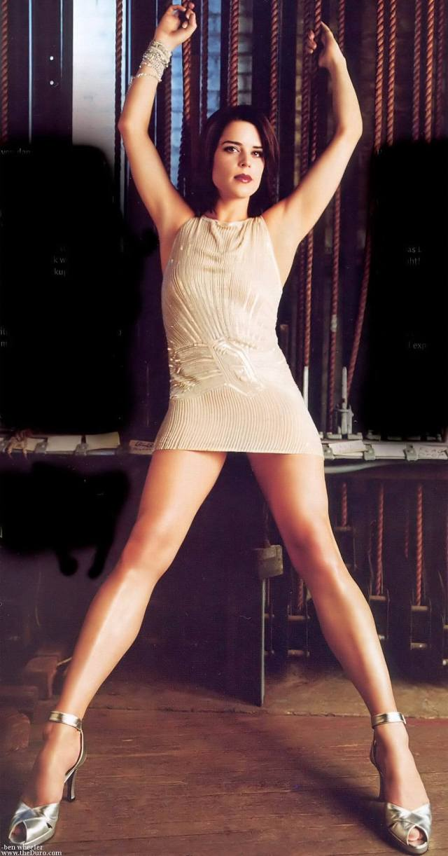 neve campbell feet pictures