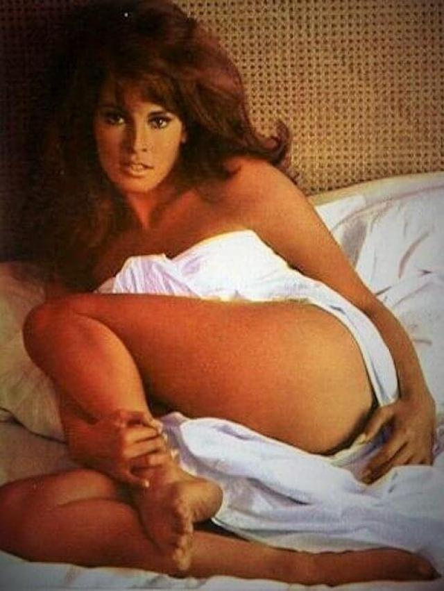 raquel welch sexy booty pic (2)