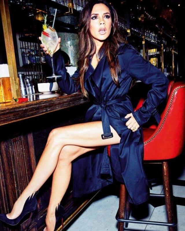 victoria-beckham-awesome-legs