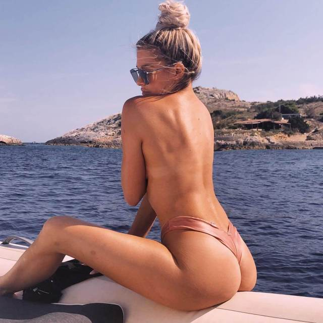 Barbie Blank hot nude pic