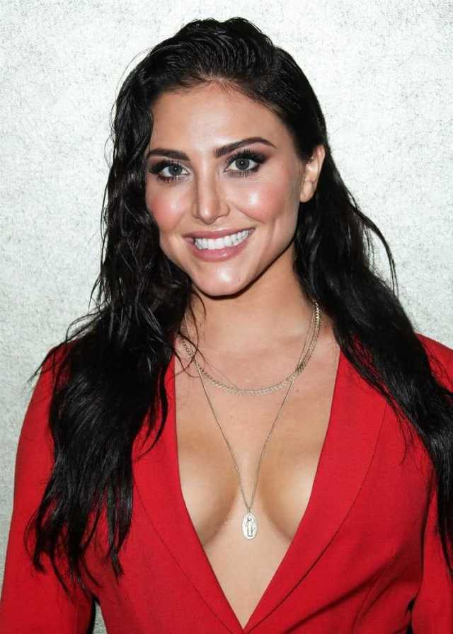Cassie Scerbo sexy cleavage (2)