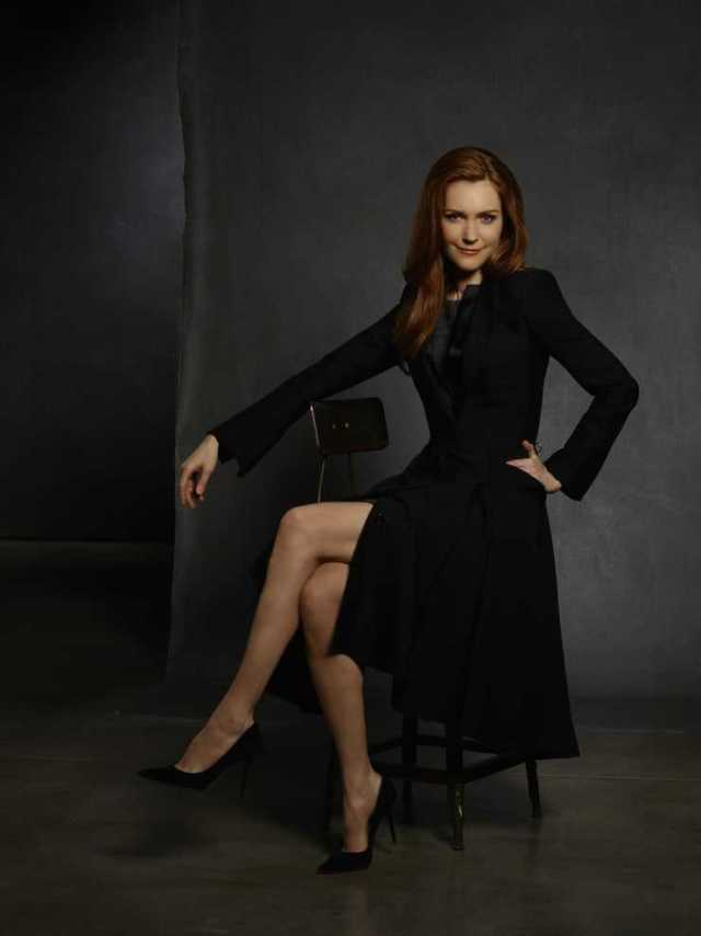 Darby Stanchfield sexy legs pics