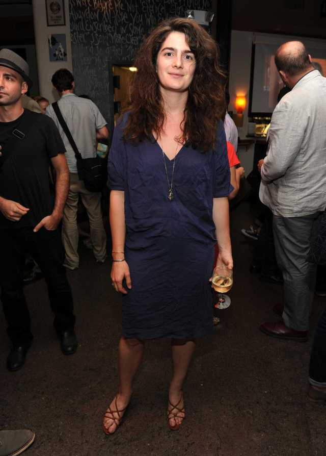 Gaby Hoffmann sexy look pictures