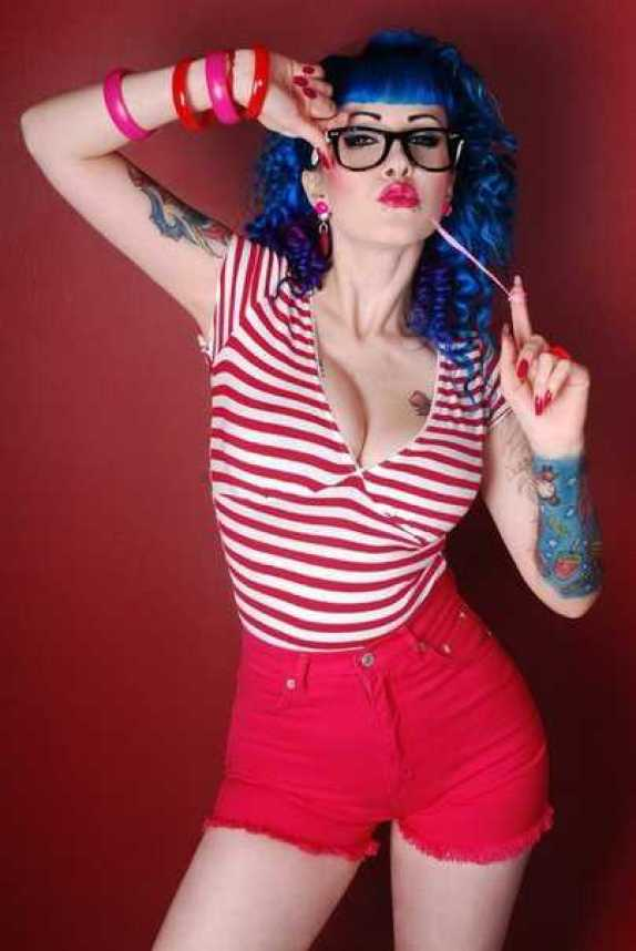 Kreayshawn sexy cleavage pictures