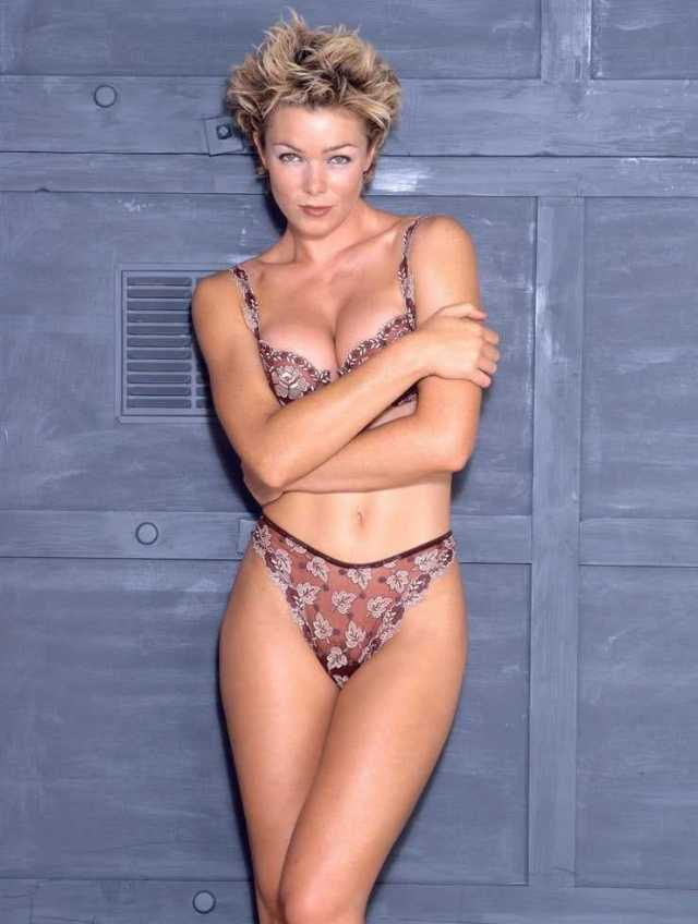 Nell McAndrew sexy cleavage pictures