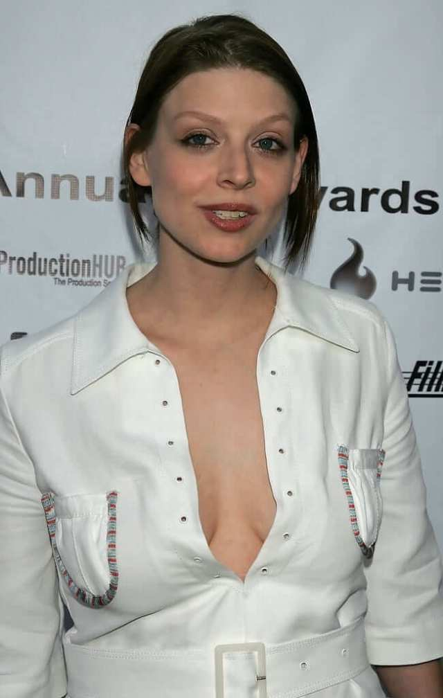 amber benson cleavage