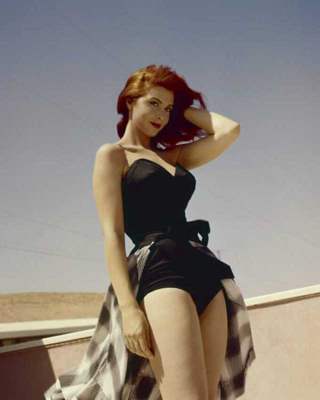 tina louise awesome pic (2)