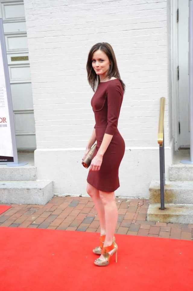 Alexis Bledel hot side ass pictures
