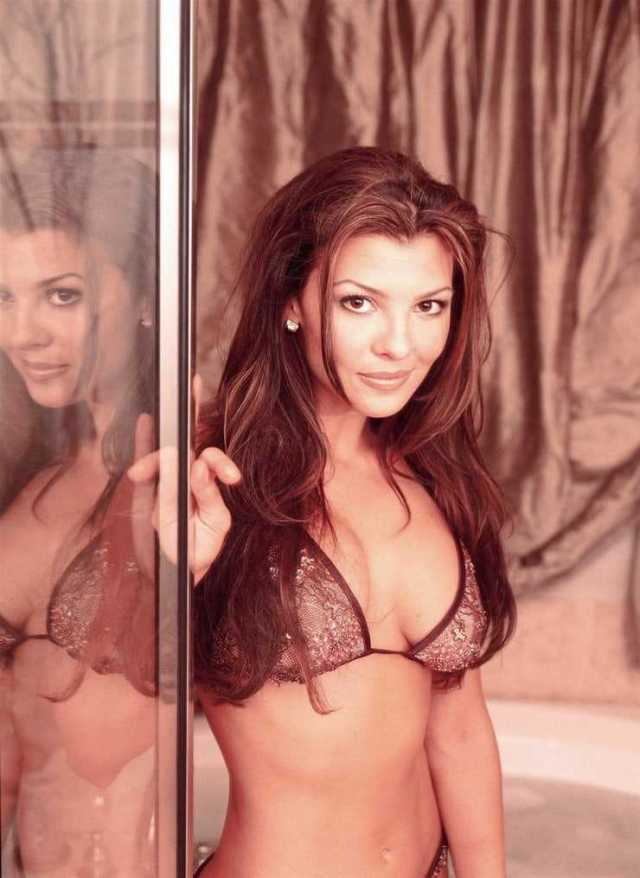 Ali Landry sexy side boobs pictures