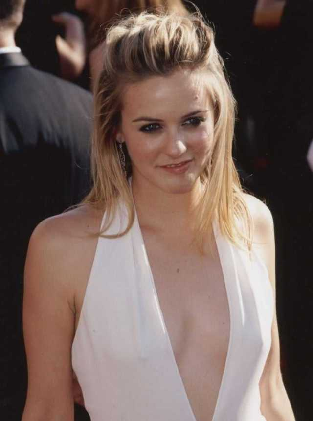 Alicia Silverstone sexy cleavage pictures