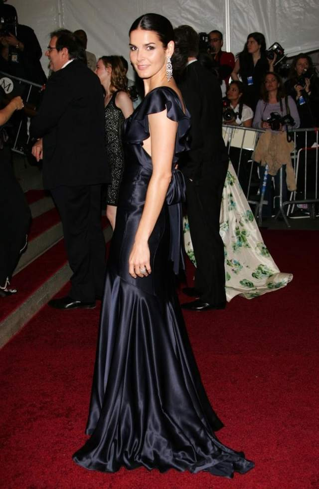 Angie Harmon awesome pics (2)