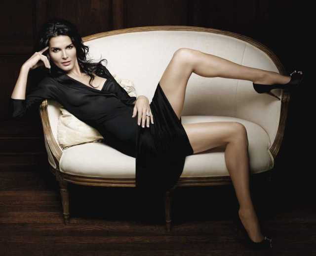 Angie Harmon hot pictures