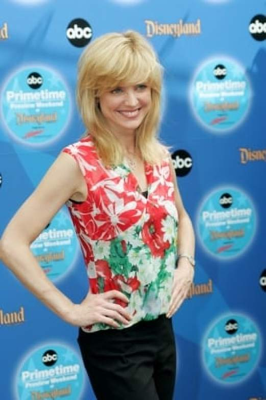 Courtney Thorne-Smith hot busty pictures