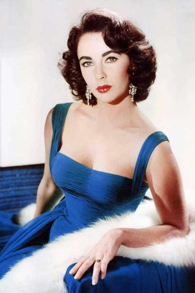 Elizabeth Taylor hot look pics
