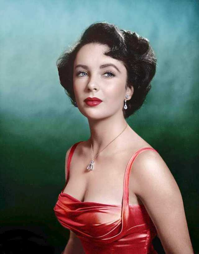 Elizabeth Taylor sexy side boobs pics